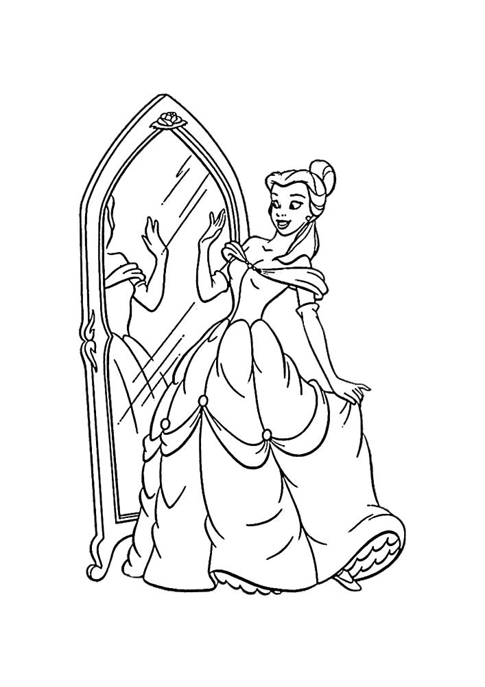 Белль смотрит на платье и себя в зеркале
