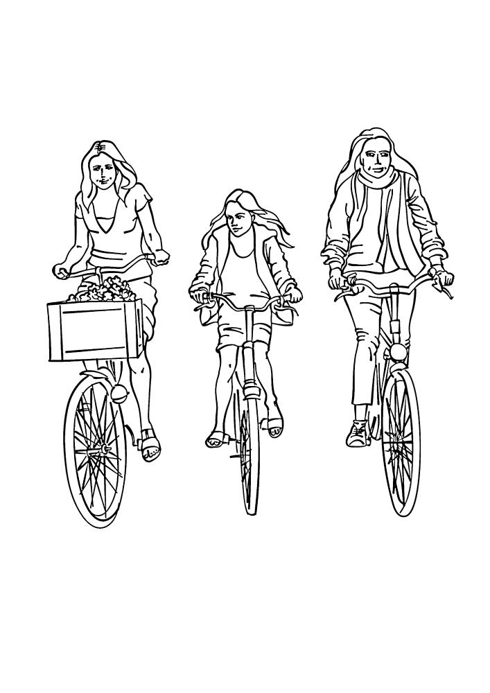 Три девушки проводят время с удовольствием, катаясь на велосипеде