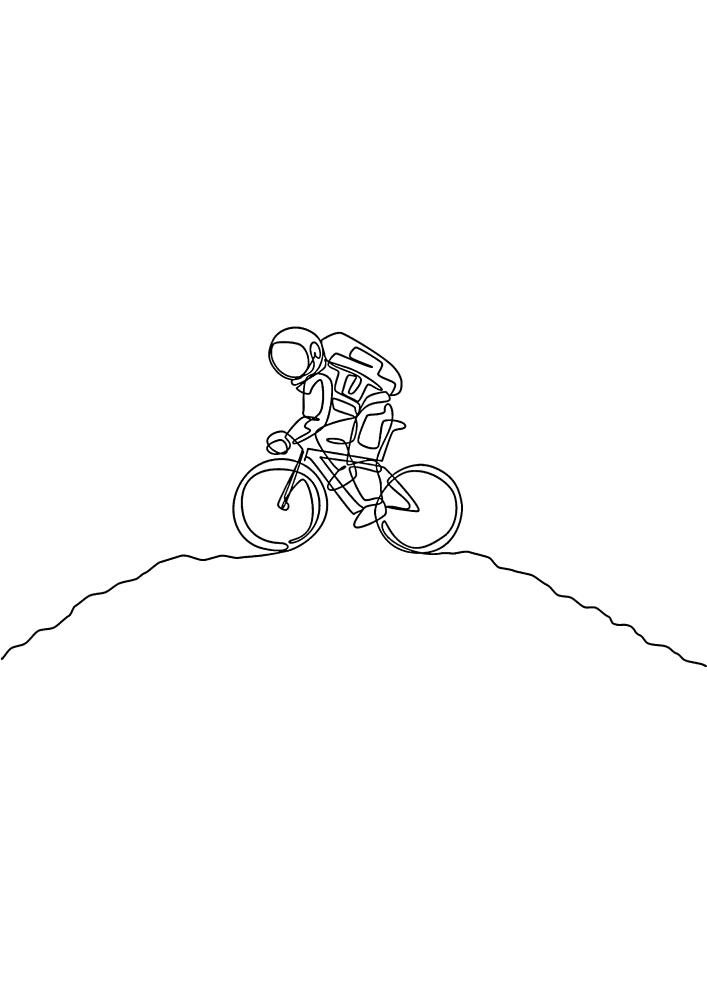 Велосипедист забрался на гору