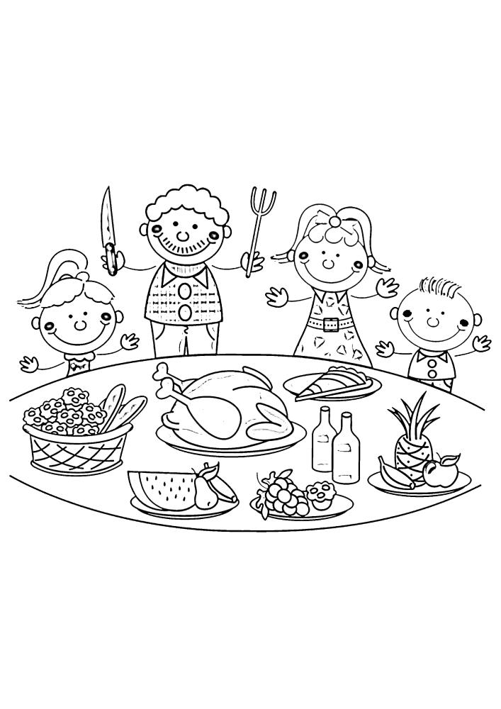 Семья готовится к ужину